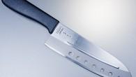 Knivbladet på No Vac är tillverkat av Hi-carbon rostfritt stål. Lufthålen på kniven släpper in luft mellan råvaran och kniven tex gurkskivan som ej fastnar och släpper lätt.